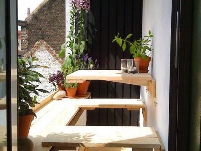 Idėja namams: staliukas nedideliam balkonui