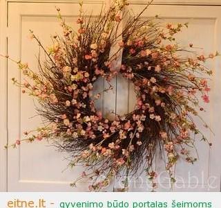 Idėja namams: pavasarinių žiedų vainikas