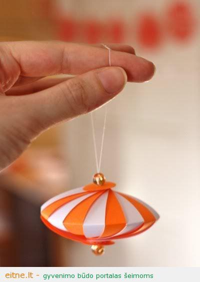 Kalėdinės dekoracijos: žaisliukas eglei iš popieriaus