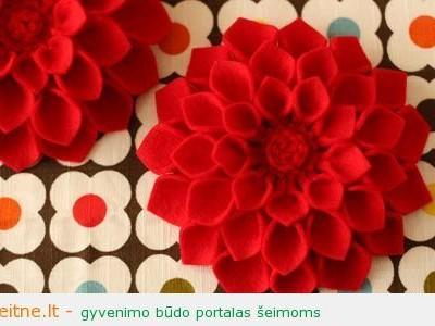 Dovana mamos dienai: gėlė – segė