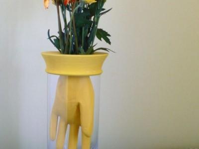 Idėja namams: vaza iš guminės pirštinės