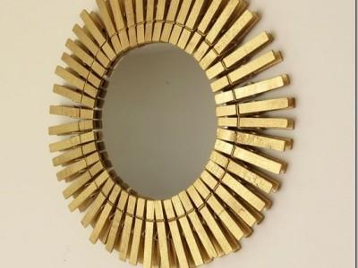 Idėja namams: veidrodžio rėmeliai iš skalbinių segtukų