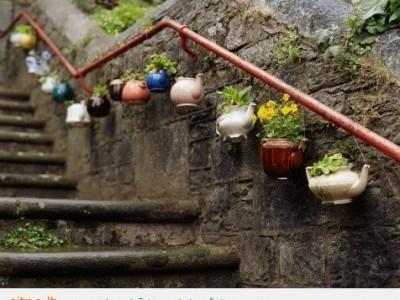 Sodininkavimas: laiptų dekoras arbatinukais