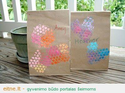 Darbeliai su vaikais: antspaudais puošti pietų maišeliai
