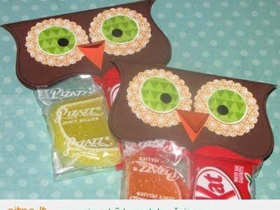 Dovanos idėja: saldainių pakuotės – pelėdos