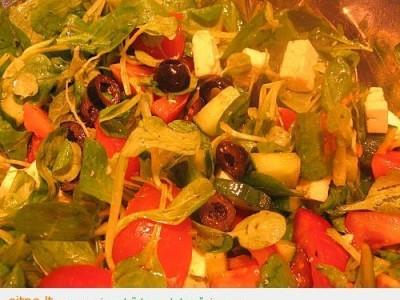 Vasariškos vakarienės – salotos