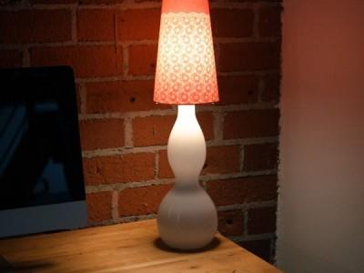 Rankdarbio idėja: nėriniais dekoruotas šviestuvas
