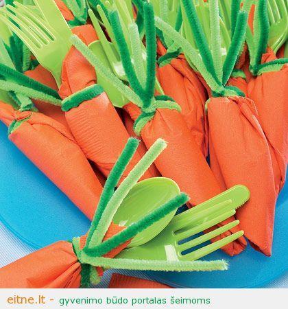 Stalo įrankių serviruotė iškylai: morkos