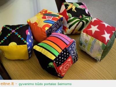 Rankų darbo kalėdinės dovanos idėja: kubai
