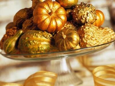 Rudens dekoro detalė – auksiniai moliūgai