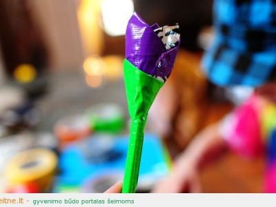 Darbeliai su vaikais: gėlė iš montažinės juostos