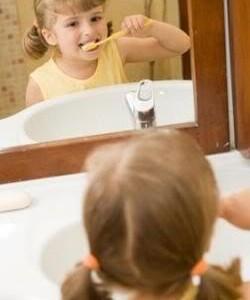 Iš mamų pašnekesių: apie dantukus, jų valymą ir kitus rimtus dalykus