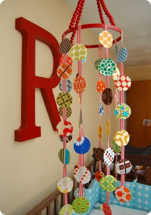 Idėja namams: spalvota karuselė lopšiui ar lovelei