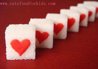 Idėja Valentino dienos pusryčiams: širdelėmis papuošti cukraus gabaliukai
