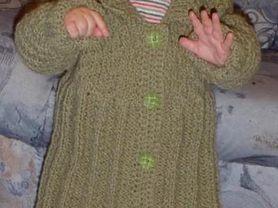 Rankdarbiai: paltukas dukrelei