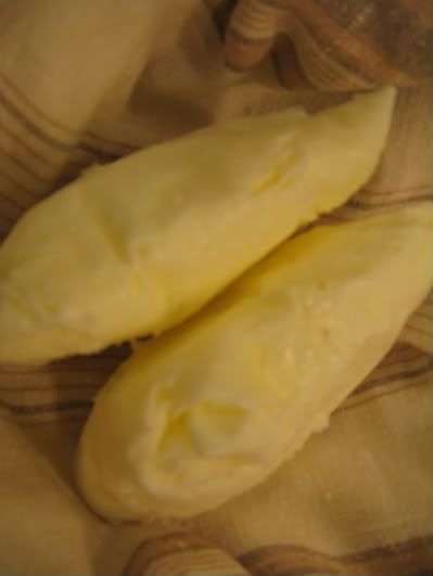Apie naminį rikotos sūrį, darbukus ir auklę