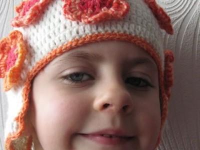 Rankdarbiai vaikams: žydinti kepuraitė