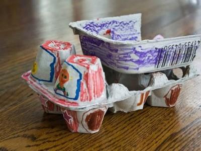 Darbeliai su vaikais: sunkvežimis iš kiaušinių dėklų