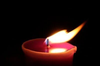 Žvakelė išėjusiam…