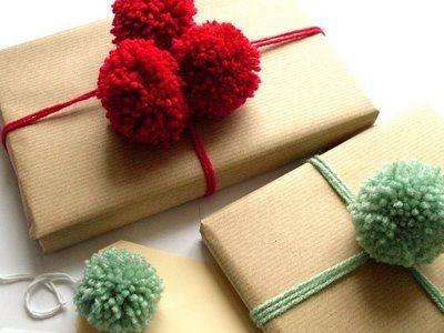 Idėja namams: siūlinių bumbulų panaudojimas, pakuojant dovanas