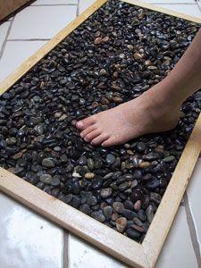 Gaminame prabangų kilimėlį voniai iš… akmenukų