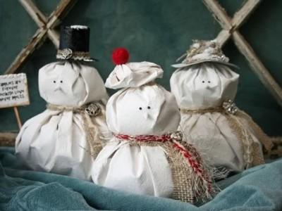 Kalėdinės dekoracijos: besmegenių šeimyna