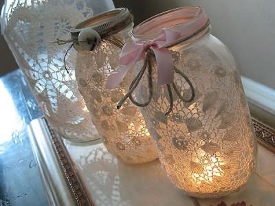 Žvakidės, puoštos servetėlėmis
