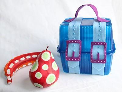 Darbeliai su vaikais: dovanėlės pakuotė iš plastikinių dėžučių