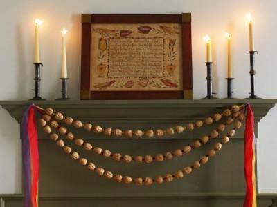 Idėja namams: kalėdinė girlianda iš graikiškų riešutų