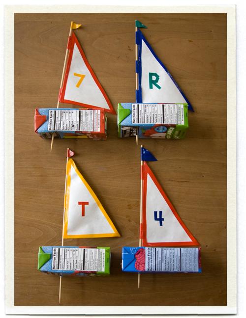 Gaminame žaislus: laivų eskadrilė iš tuščių sulčių pakelių