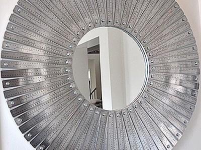 Idėja namams: veidrodžio rėmas iš metalinių liniuočių