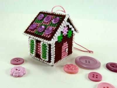 Kalėdinė dekoracija: meduolinis namelis iš plastikinės kanvos