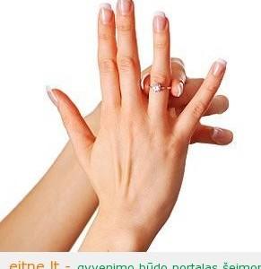 Kaip nuo piršto nusimauti užstrigusį žiedą?