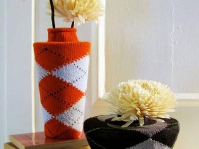 Idėja namams: Kojinėmis puoštos vazos