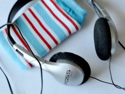Rankdarbiai vaikams: dėklas ausinukui arba iPoD'ui iš kojinės