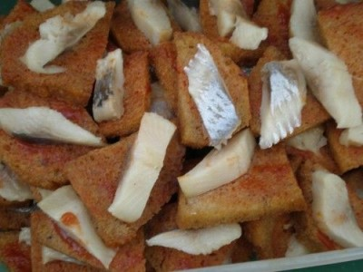 Silkė su kepta duona