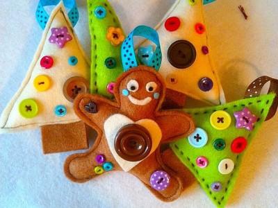 Rankdarbiai su vaikais: kalėdiniai žaisliukai iš veltinio lakštų