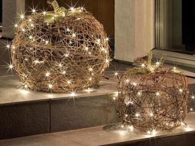 Idėja Kalėdoms: šviesos lauke
