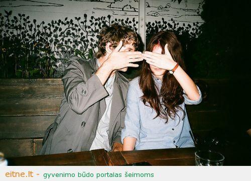 Gyvenimą atskirai pora pasirenka ne tik siekdama nuslėpti jausmus nuo kitų. favim.com nuotr.
