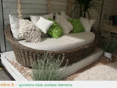 Lauko baldų įvairovė: restauruoti, plastikiniai, pinti ir ąžuoliniai lauko baldai jaukiam poilsiui sode