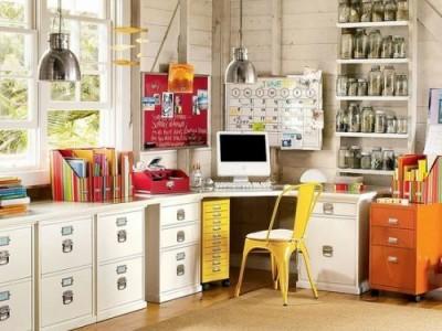 Biuro įrengimas namie – nuo kėdės iki lentynėlių