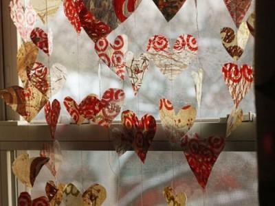 Rankdarbio idėja: girlianda Valentino dienai iš plastikinių maišelių