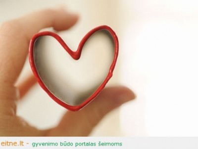 Valentino dienos idėja: antspaudas-širdelė iš popieriaus ritinėlio