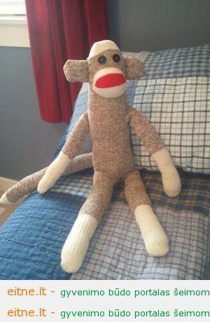 Gaminame žaislus: beždžionė iš kojinių