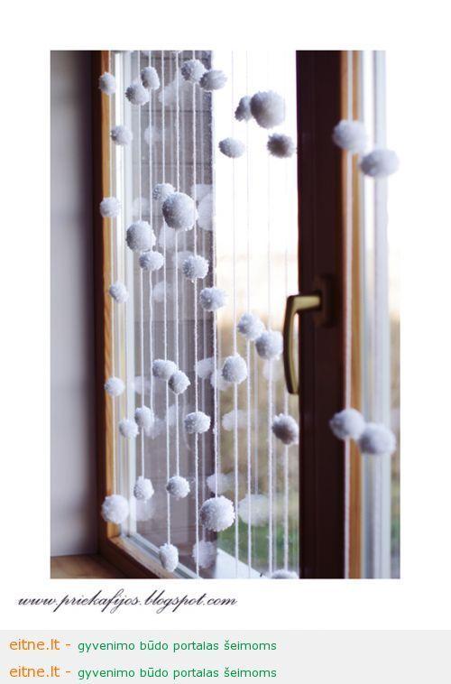 Idėja namų dekoravimui: sniegučių užuolaidos
