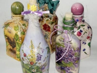 Butelių dekoravimas įkvepia stiklui gyvybę