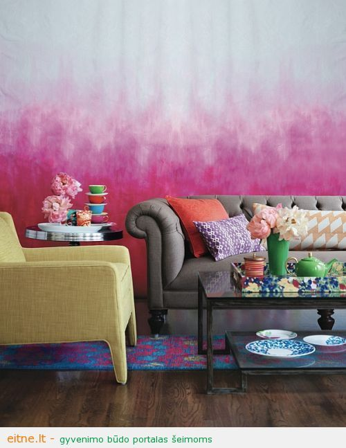 Eclectic-living-room-with-Ombre-wall