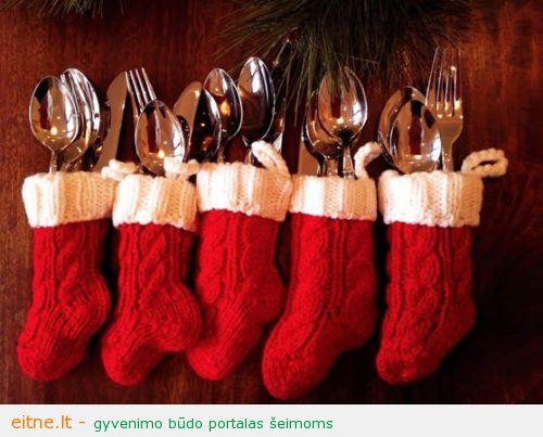 Kalėdinės dekoracijos: aksesuarai stalo įrankiams