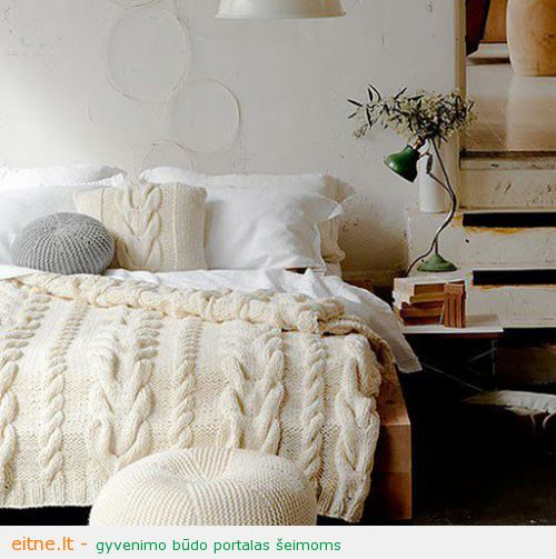 Cozy-Winter-Bedroom-Decoration