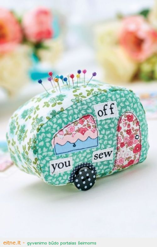 Caravan_Patchwork_Pincushion_and_Card_Set_505_765_80_int_c1
